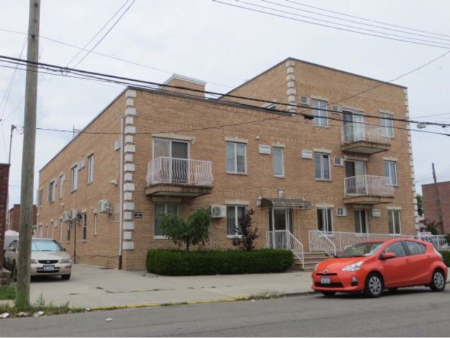 2 BR,  1.00 BTH  Condo/townhouse style home in Dyker Heights